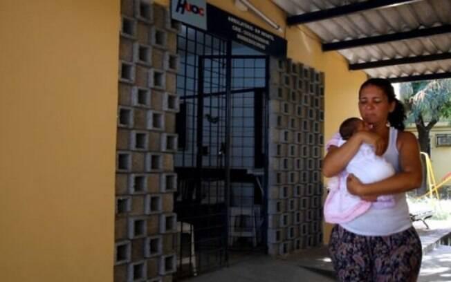 Bebê no Hospital Oswaldo Cruz, onde novos casos de microcefalia caíram de 15 para 4 por semana