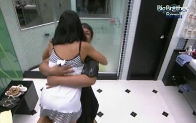 Sisters brincam no banheiro da Casa Principal