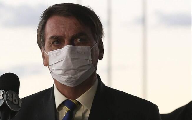 Bolsonaro recebeu apoiadores no Alvorada nesta segunda-feira (24).