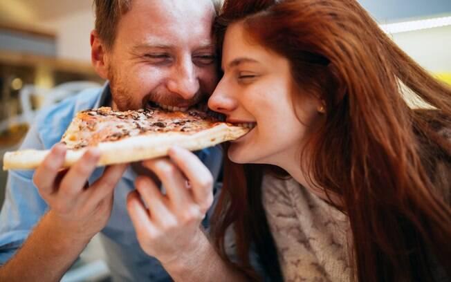 Massa de pizza integral não precisa ser regra, mas ajuda aqueles que não podem sair da dieta por diferentes motivos