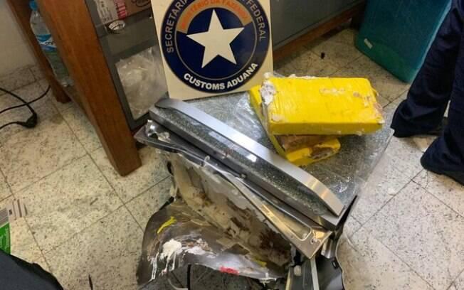 Forno de cocaína estava dentro da bagagem de mulher presa
