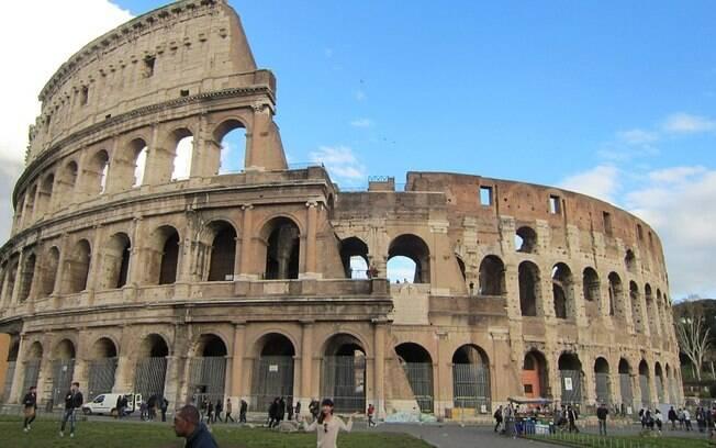 Turista indiano vê encontra no Coliseu o souvenir perfeito