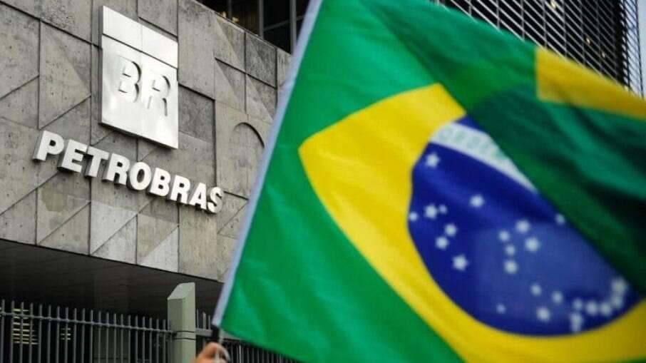 Ações da Petrobras vão na contramão da Bolsa