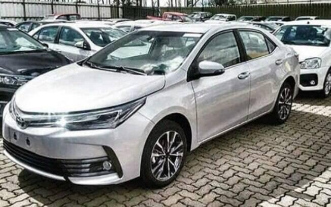 Toyota Corolla renovado já está no pátio das concessionárias, à espera do lançamento oficial, na segunda quinzena do mês