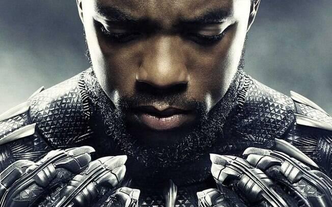 Chadwick Boseman trajado como Pantera Negra
