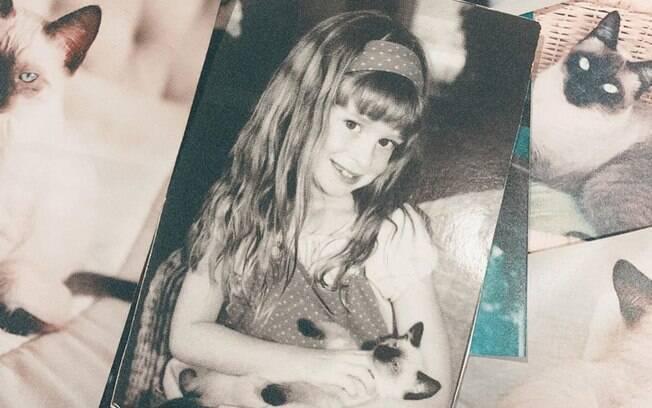 Marina Ruy Barbosa compartilhou imagem com gatinha de estimação e lamentou sua morte
