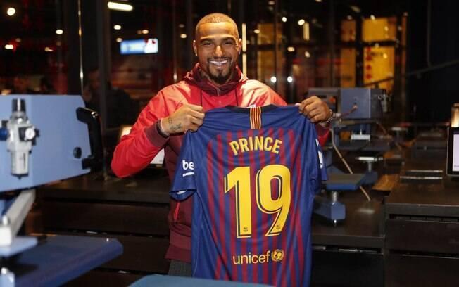 Boateng vestirá a camisa 19 do Barcelona e deve ser o novo coringa do elenco, podendo atuar em diversas posições