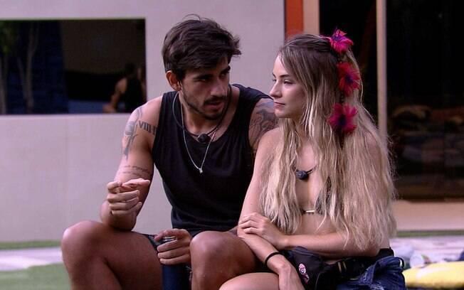 Guilherme e Gabi vivem uma relação de idas e vindas no BBB20 e muita gente diz que é um relacionamento abusivo