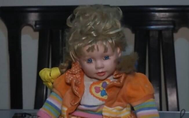 Loira e de olhos azuis, a boneca possuída tem assustado os moradores de uma casa no Peru