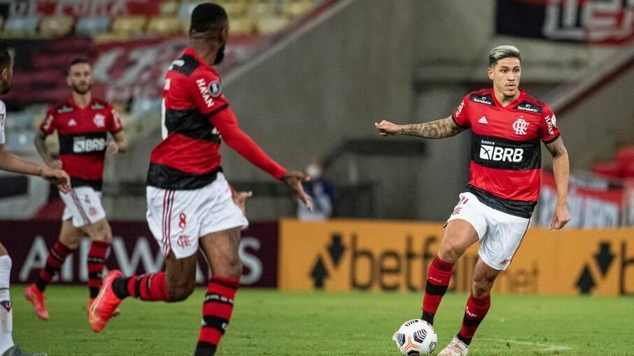 Flamengo recebe o Vélez no Maracanã