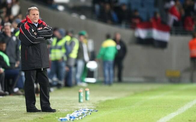 Zico, técnico do Iraque, durante o amistoso  contra o Brasil