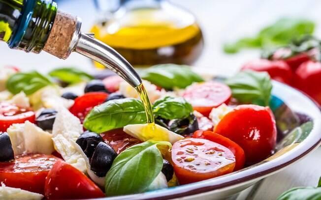 salada temperada com azeite
