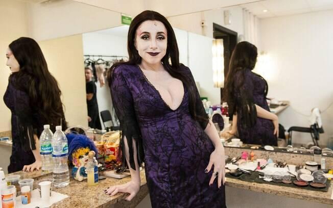 Marisa Orth vive Morticia Addams em musical