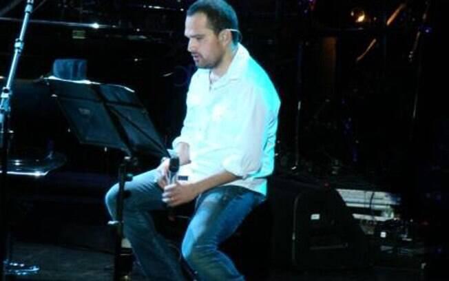 Luciano ganha cada vez mais aplausos quando canta sozinho nos shows