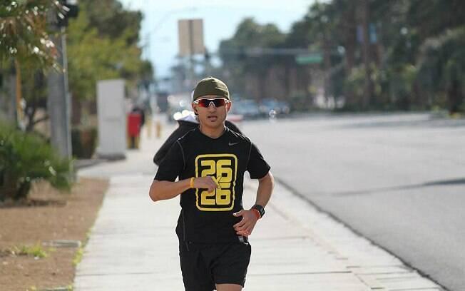 Jayson Black correu diariamente a distância de uma maratona por quase um mês