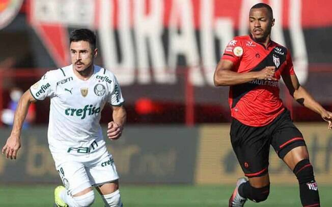 Com grande jogo coletivo, Palmeiras conta com ataque inspirado, vence fora de casa e se isola na liderança