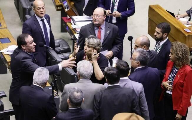 Plenário da Câmara dos Deputados durante sessão desta quarta-feira (24)