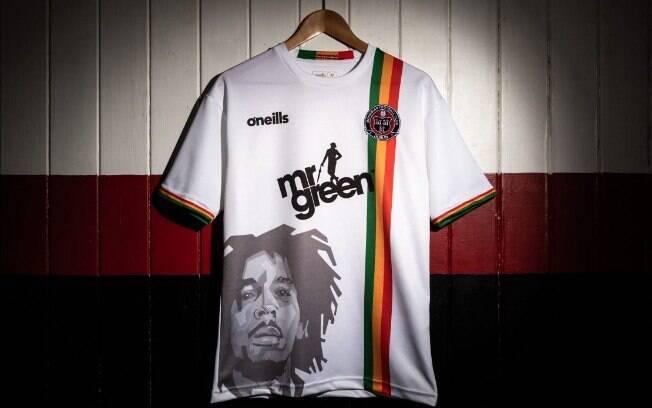 Bohemian FC lançou sua nova camisa com homenagem a Bob Marley, finado cantor jamaicano de reggae