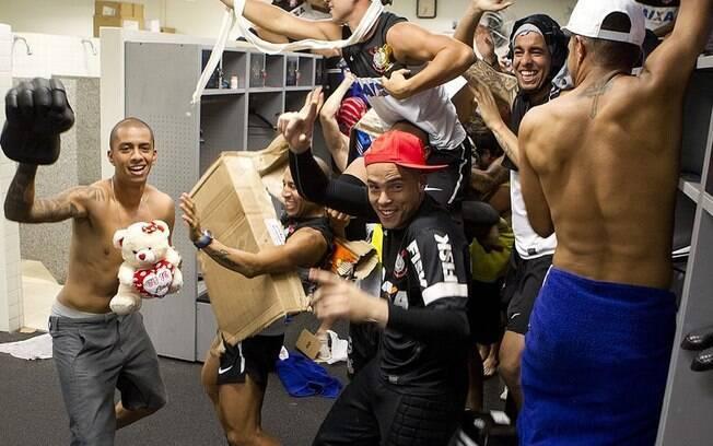"""""""Zoeira"""" no CT do Corinthians. Time  entrou na onda do Harlem Shake"""