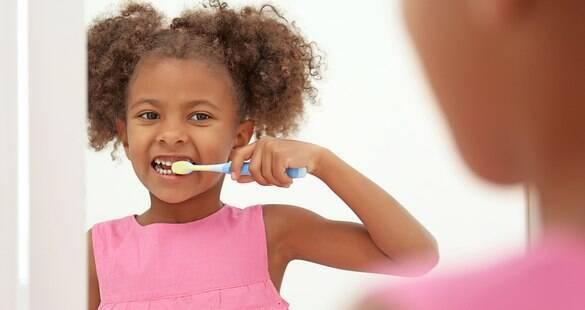 6 fatos que você precisa saber sobre a saúde bucal do seu filho