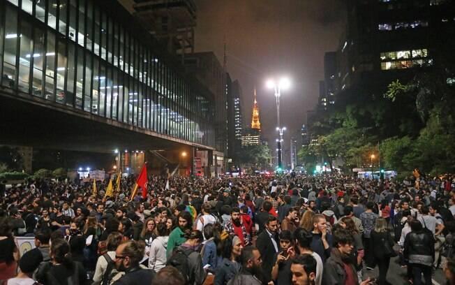 Manifestantes participam do protesto