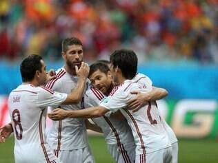 Espanha abre o placar na Arena Fonte Nova com gol de Xabi Alonso