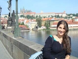 A economista Mariana Roth passeia por Praga, uma das cidades em que alugou um imóvel