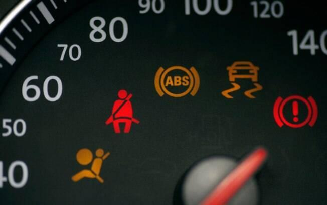 Não são poucos os avisos nos carros modernos hoje em dia, tanto luminosos quando sonoros