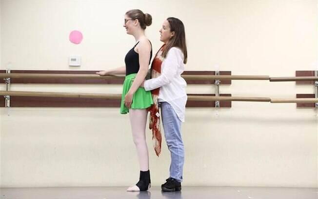 Com anos de balé e terapias, Sarah melhorou seu equilíbrio e conseguiu realizar seu sonho