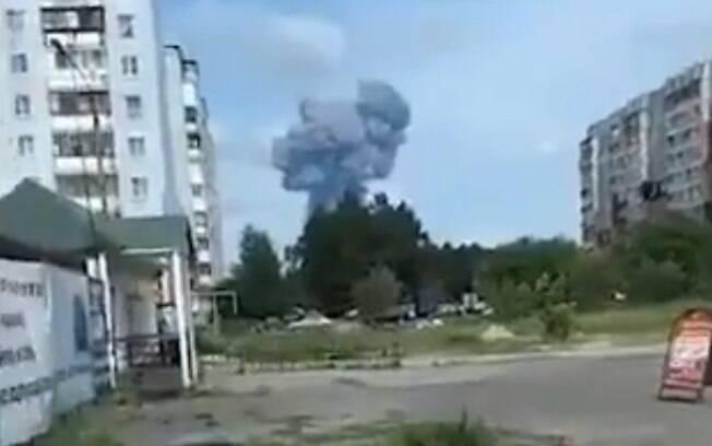 Detonações causam incêndio na Rússia