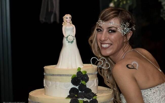 Segundo a noiva, amgos e familiares tentaram fazer com que ela desistisse, mas isso não abalou sua coragem