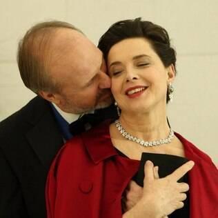 Os atores veteranos William Hurt e Isabella Rossellini em cena de