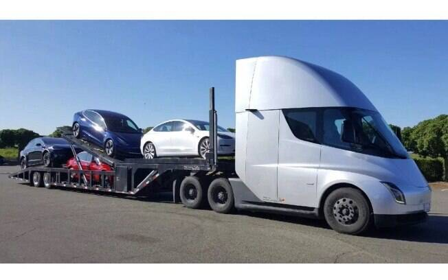 O Tesla Semi: reboque movido a bateria e totalmente elétrico. O 1º protótipo da marca de carros elétricos já foi entregue