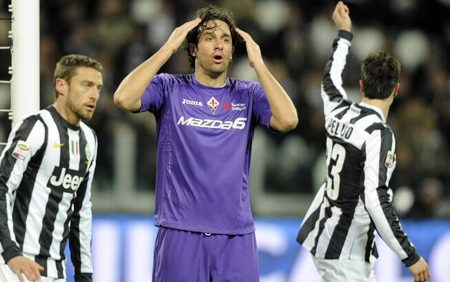 Luca Toni lamenta chance de gol desperdiçada  pela Fiorentina contra a Juventus