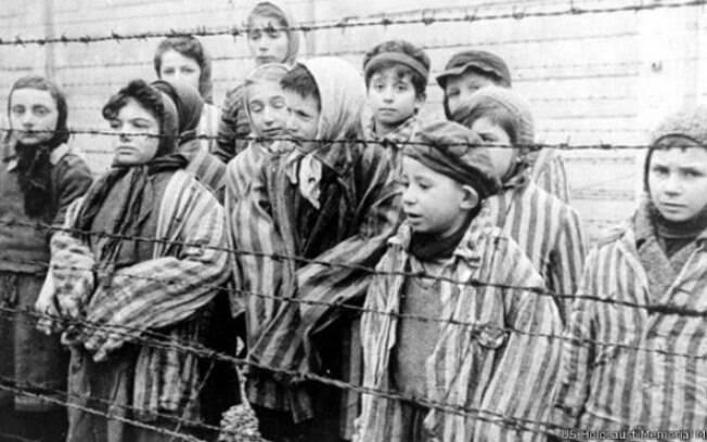Crianças sobreviventes ao Holocausto em Auschwitz