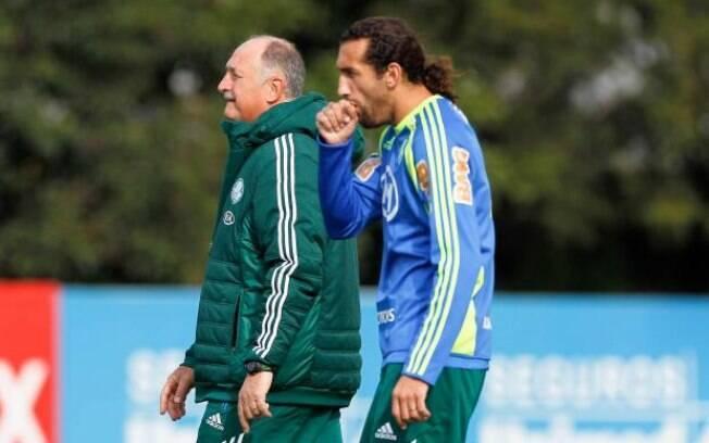 Depois, Felipão assumiu o Palmeiras ainda em  2010 e seguiu no comando até meados do Brasileirão  deste ano