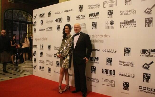 Sara Sarres e Miguel Falabela chegando ao Prêmio Bibi Ferreira 2018
