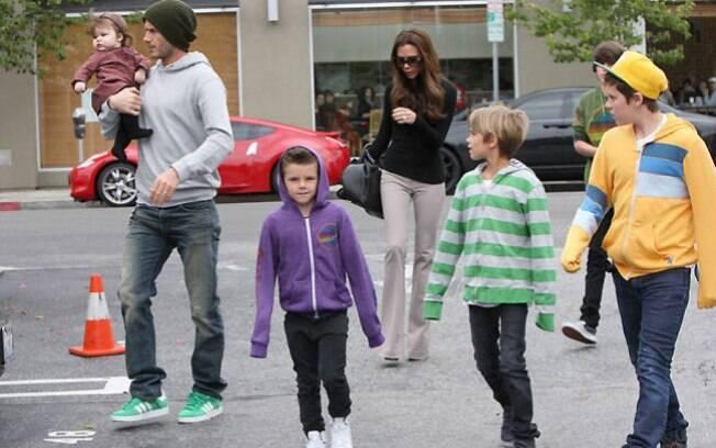 A família Beckham reunida para almoçar fora