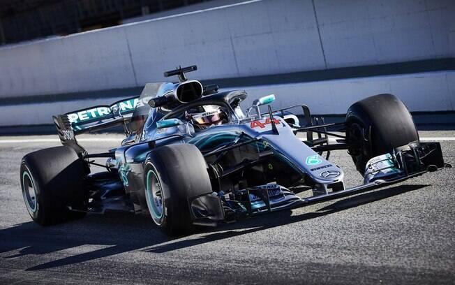 Lewis Hamilton, atual campeão da F1, com sua Mercedes; equipe e piloto são favoritos para temporada 2018