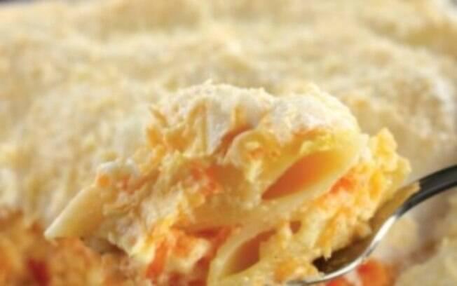 Foto da receita Macarrão de forno com creme de cenoura pronta.