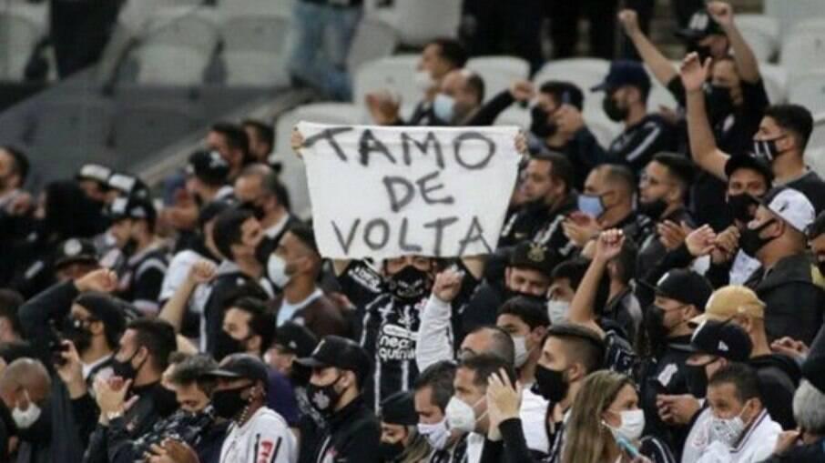 Corinthians voltou a jogar com sua torcida