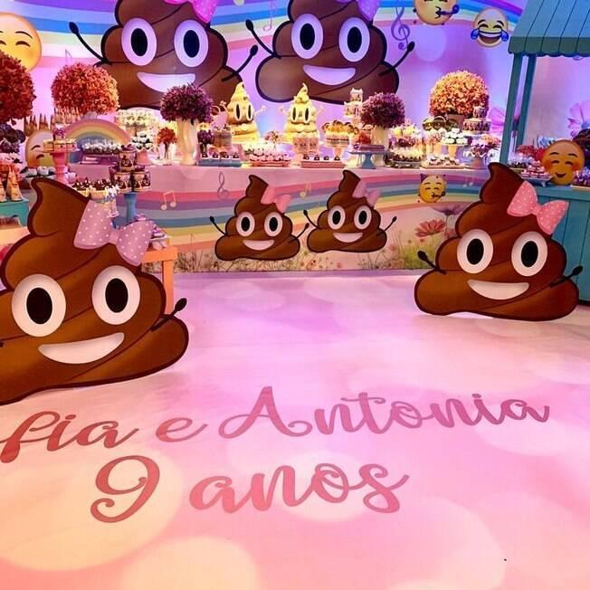 decoração de emoji de cocô