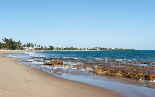 Em Ipojuca, os corais formam piscinas naturais pela praia de maré tranquila
