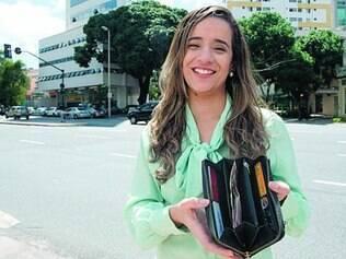 Foco.  A analista de marketing Michele Reis cortou gastos para economizar para a casa própria