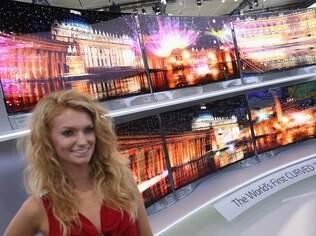 TVs com telas curvas foram destaque na CES 2014