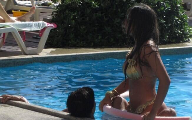 Nicole Bahls assume namoro com o jogador Victor Ramos, com quem esteve em Salvador