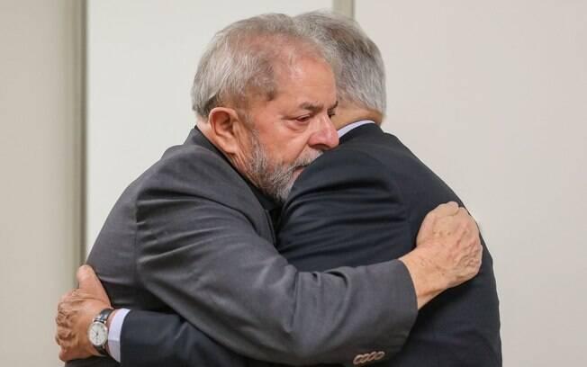 Ex-presidentes FHC e Lula se encontraram no hospital Sírio-Libanês, onde está a ex-primeira-dama Marisa Letícia