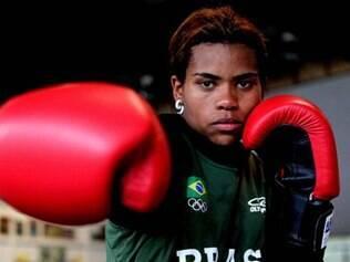 Como o boxe olímpico não há disputa pelo terceiro lugar, a brasileira já garantiu pelo menos a medalha de bronze