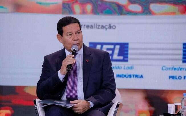 O vice-presidente Hamilton Mourão participa de evento da CNI em Brasília