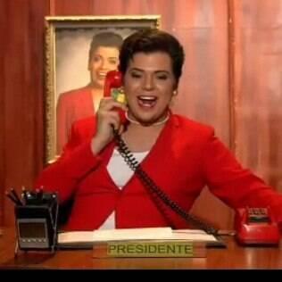 Gustavo Mendes interpreta Dilma no 'Agora é Tarde'